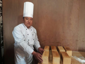 ホテル・エベレスト・ビューでは毎朝パンを焼いています。